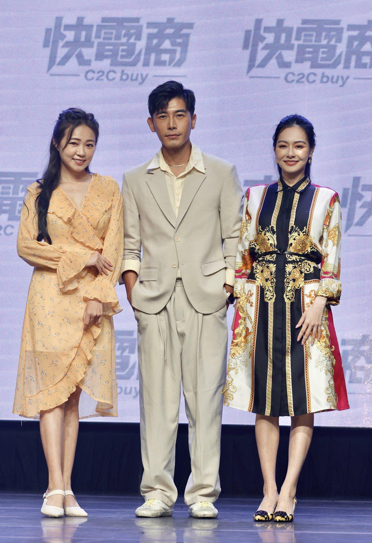 王思佳(右起)、 森田、丫頭出席電商活動。記者李政龍/攝影