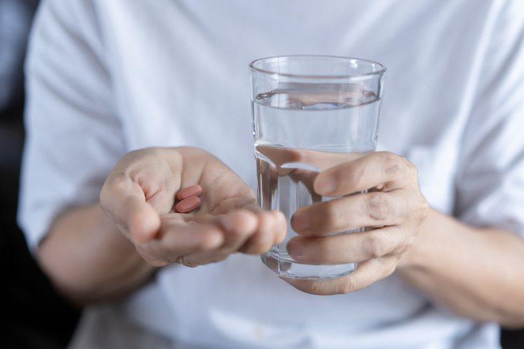 現代人忙碌,不容易每日透過飲食補充足夠維生素,尤其生病期間,則可適量補充補充品,...
