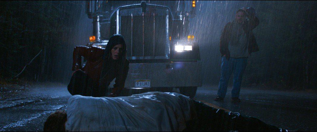 《惡靈古堡首部曲:拉昆市》劇照。索尼提供