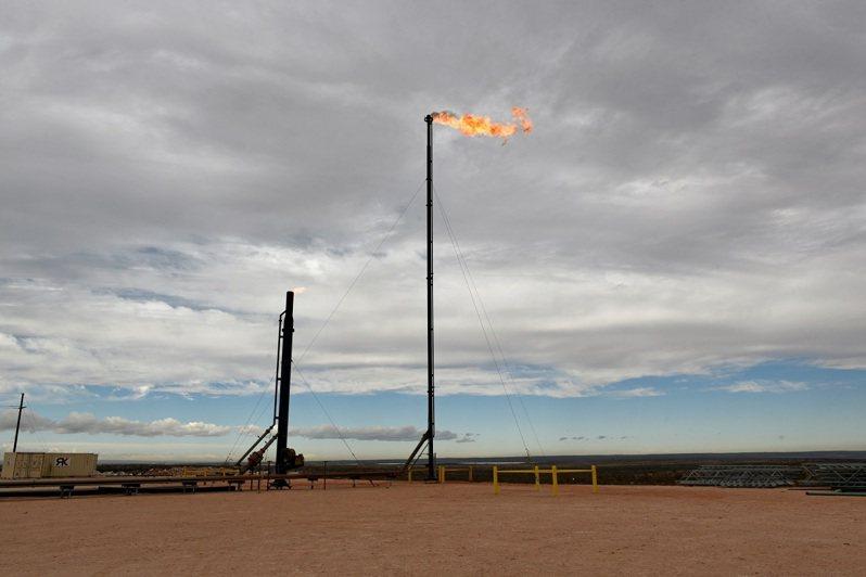 全球能源危機正在醞釀之中,像天然氣價格飆漲至天文數字,煤炭成本一飛沖天,油價預測上看每桶1百美元。路透