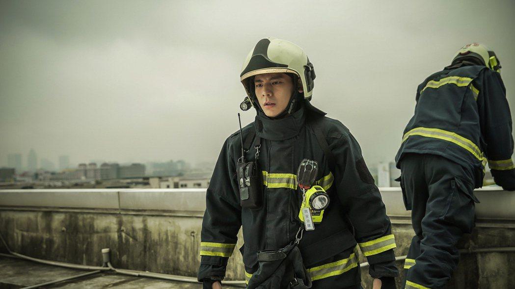 林柏宏演出「火神的眼淚」飾演消防員。圖/華視提供