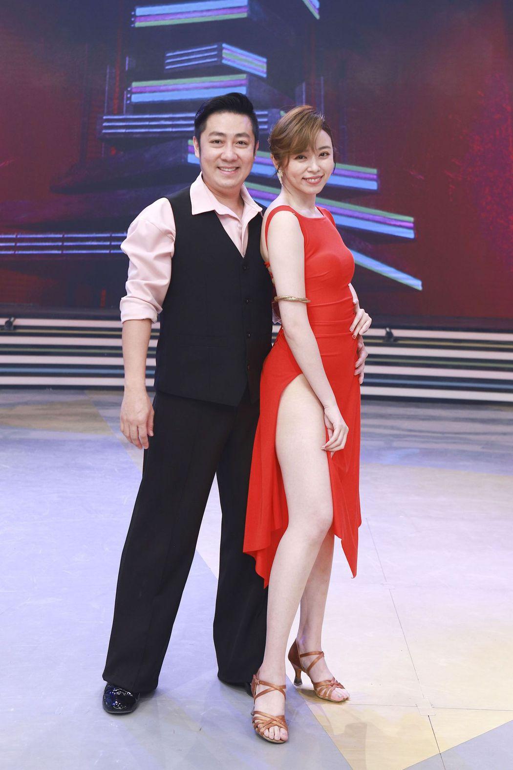 艾成和王瞳共舞。圖/民視提供