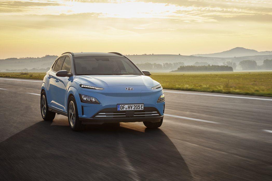 在歐洲市場所賣出的Hyundai Kona車系,平均每四台就有一輛是純電版本。 ...