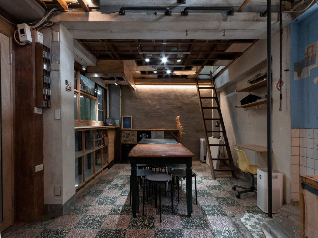 位於新竹東門市場的開門工作室,將老市場轉變成青年基地,提出資源與專業共享,成功吸...