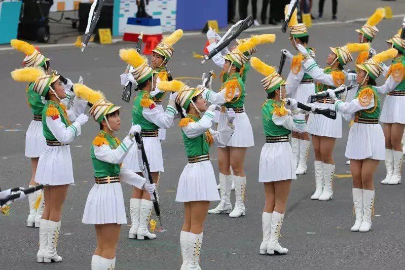 北一女樂儀旗隊在暌違9年後,去年再度回到總統府前國慶大會表演。圖/聯合報系資料照片