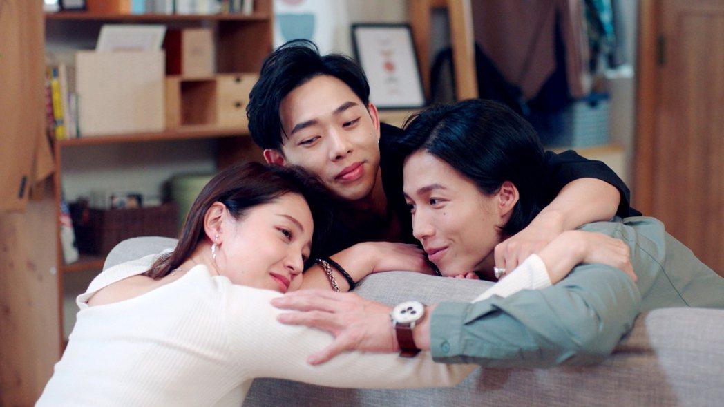 黃薇渟(左起)鄭暐達和林禹合作拍「戀愛是科學」。圖/三立提供