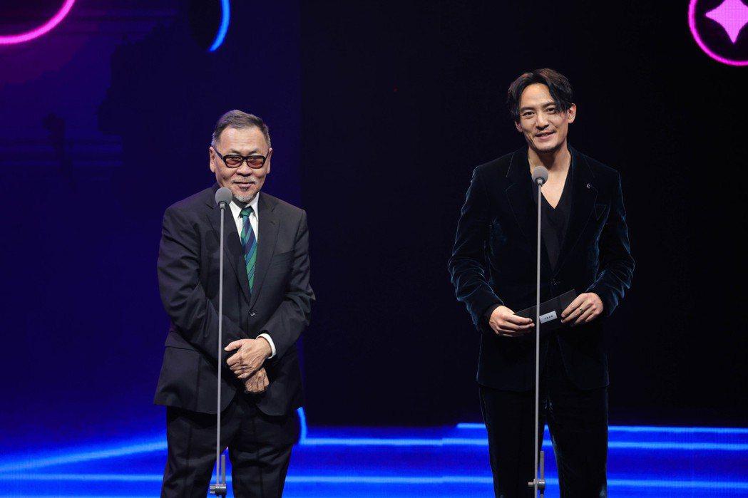 第23屆台北電影獎頒獎人王童(左)、張震(右)。圖/台北電影節提供
