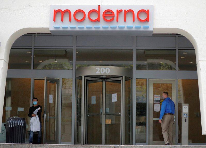 莫德納公司原本是麻州一家小型生技公司,在研發出新冠疫苗後,今年營收估計至少有200億美元。路透