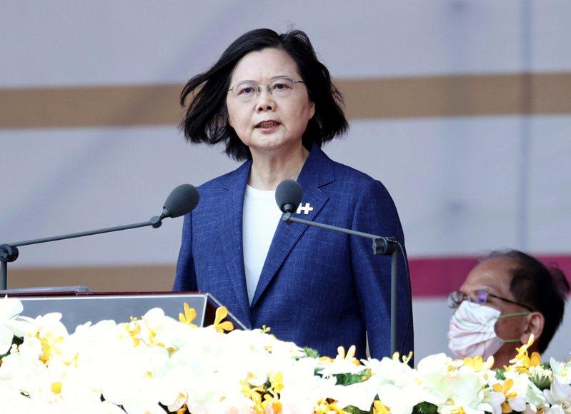 蔡英文總統今天以「共識化分歧、團結守台灣」發表國慶演說,首度將中華民國與中華人民共和國並列,稱是互不隸屬的兩個國家。記者侯永全/攝影