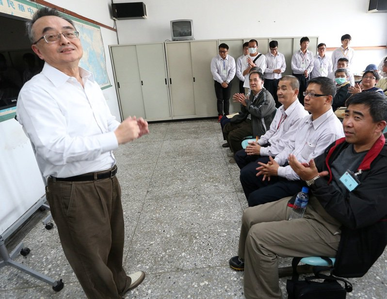台苯即將於14日舉行股東臨時會,孫鐵漢(左)對團隊下令,以保住現有席次、即4席為目標。圖/聯合報系資料照片