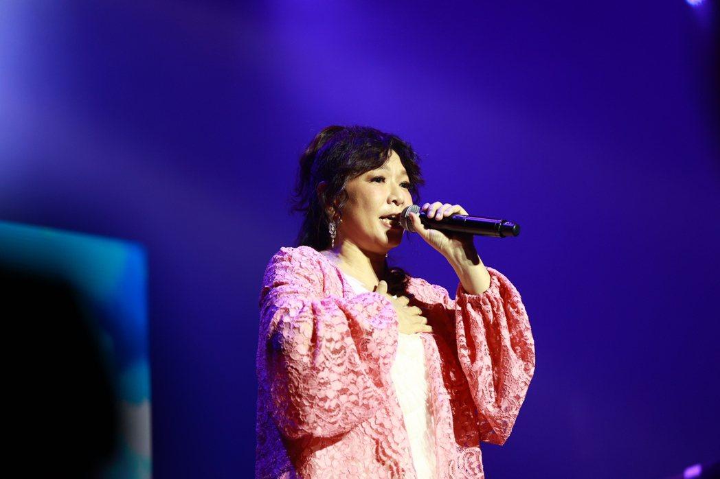 趙詠華是陳志遠老師的忠實粉絲,特別獻唱向偶像致敬。圖/典選音樂提供