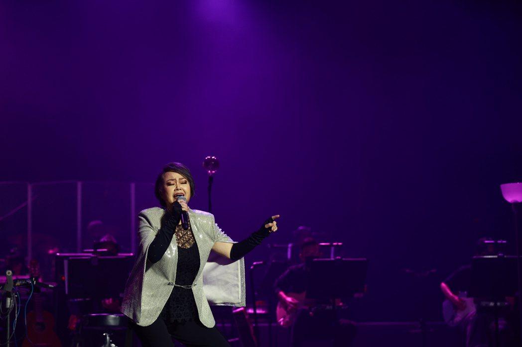 金智娟特別準備了「就在今夜」這首歌向陳志遠致敬。圖/典選音樂提供