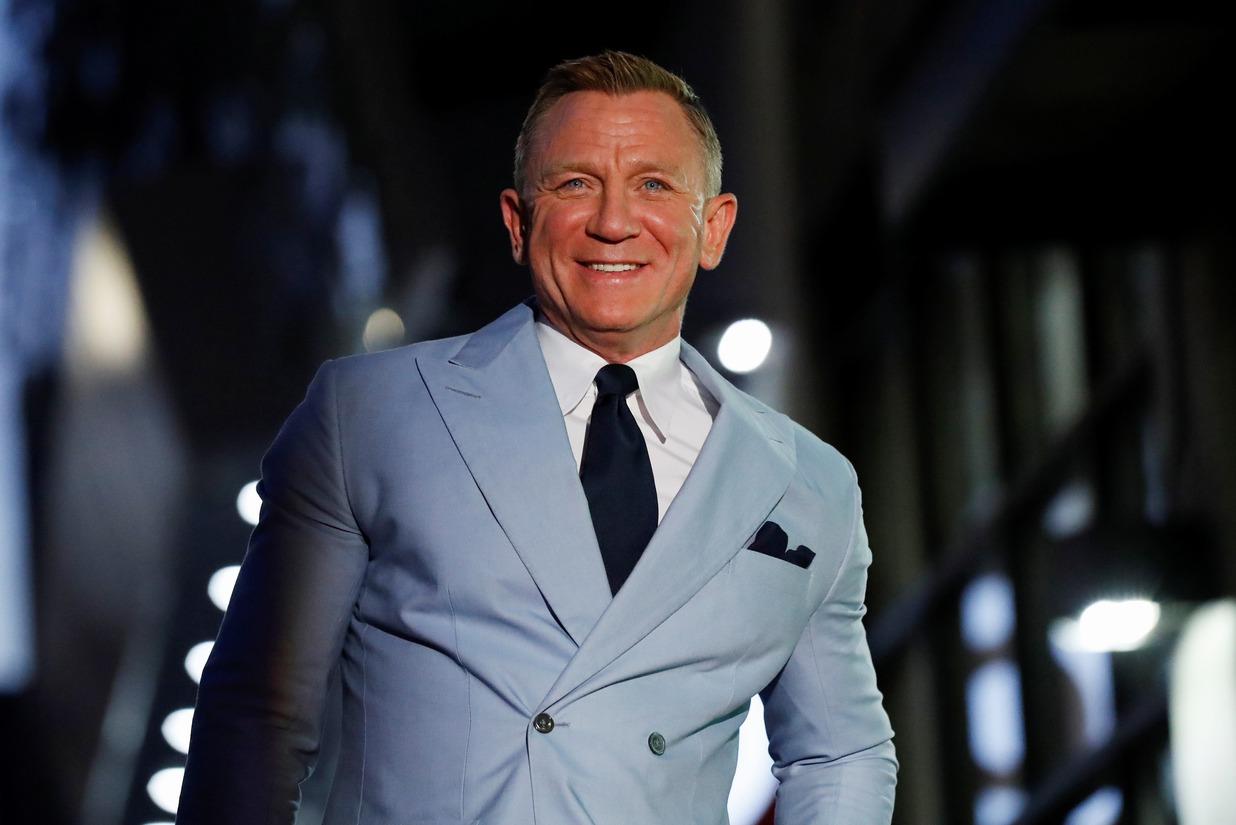 丹尼爾克雷格最後一回扮演詹姆斯龐德的「007 生死交戰」,全球各地開出票房紅盤,讓曾因新冠肺炎深受影響到奄奄一息的戲院映演業,有如打了強心針。各方矚目丹尼爾能否取代史恩康納萊成為史上最高票房龐德之餘...