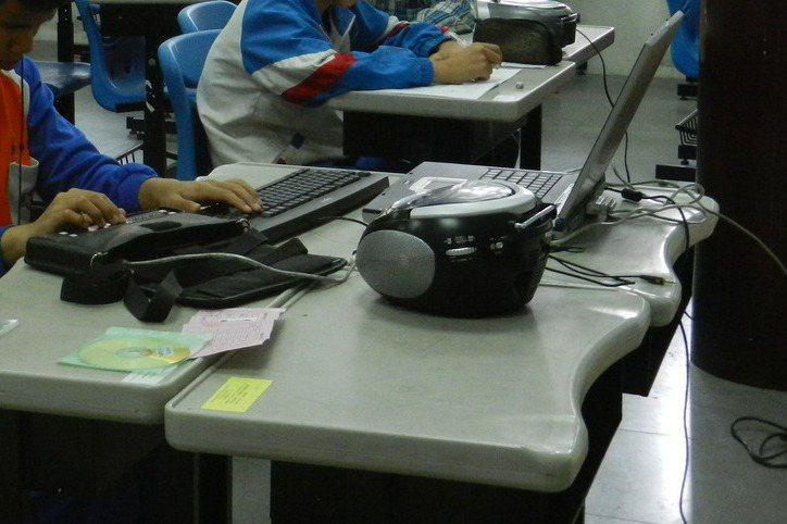 學校 數位轉型太慢,有家長為了孩子要聽學校的CD音檔而去買cd播放器(如圖)。示意圖,與新聞無關。圖/聯合報系資料照片