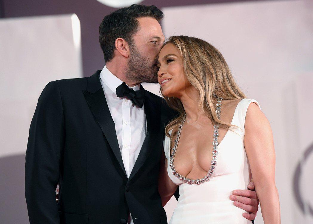 班艾佛列克(左)與珍妮佛洛佩茲之前在威尼斯影展已演過一次「恩愛秀」。(歐新社資料...