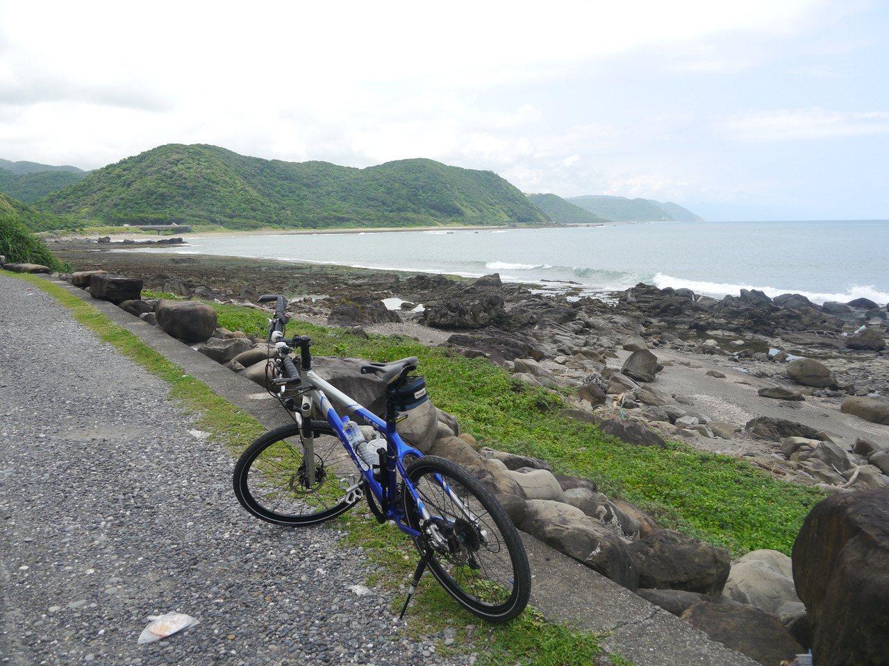 騎單車出遊行程相當彈性,可停車休息賞景。 圖/徐白櫻 攝影