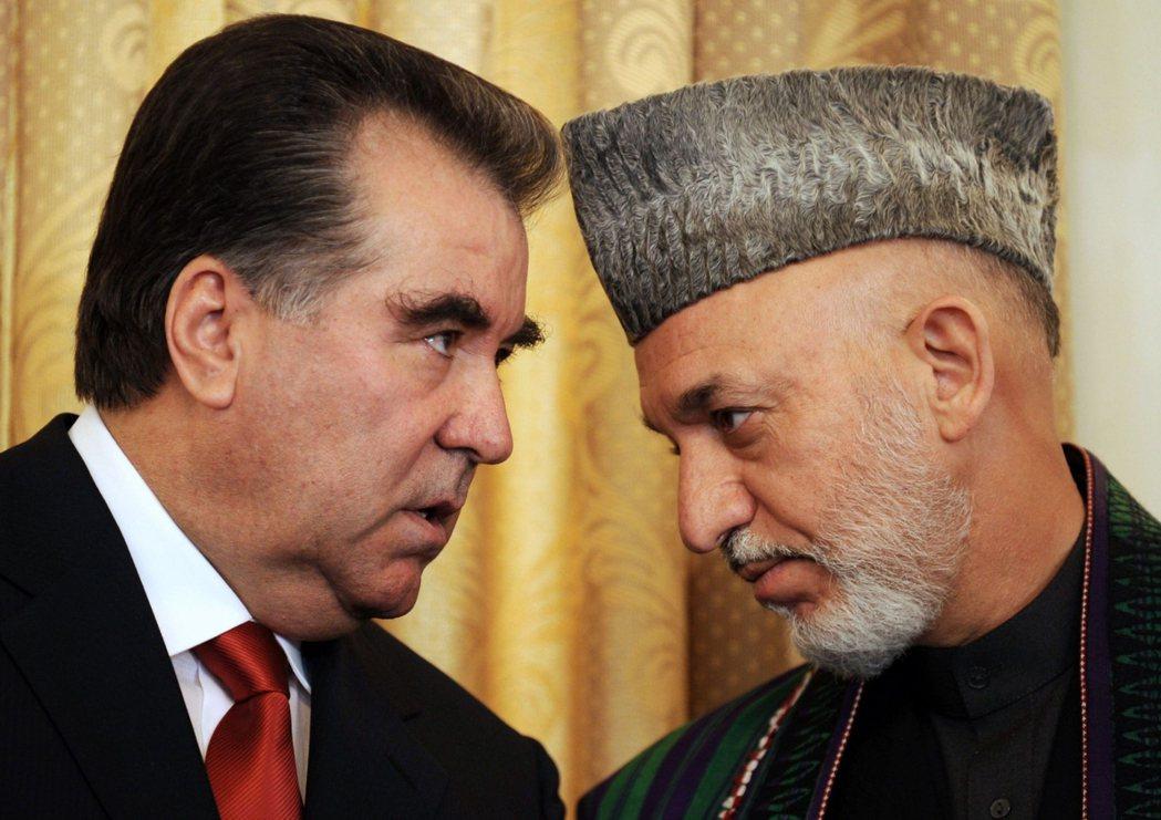 「難道這位塔吉克獨裁者會是民主鬥士嗎?對待阿富汗問題,拉赫蒙表面上擁抱人權民主價...