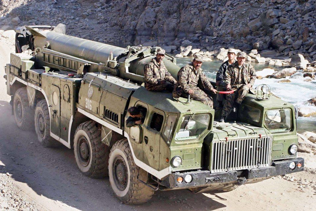 為了阻止塔利班治下的「恐怖主義回流」,塔吉克等前蘇聯國家也大力協助北方聯盟的武裝...