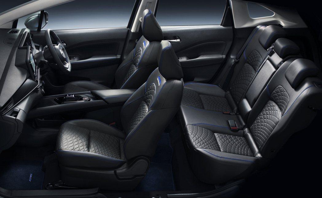 車艙全數使用Autech的代表性藍色作點綴。 摘自Nissan