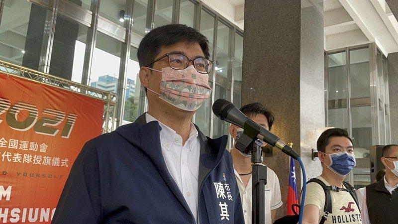 高雄市長陳其邁宣布將再「加碼」,第二波會再增加商圈夜市券,數位綁定的高雄券也將再與8大優惠券對接。記者徐如宜/攝影