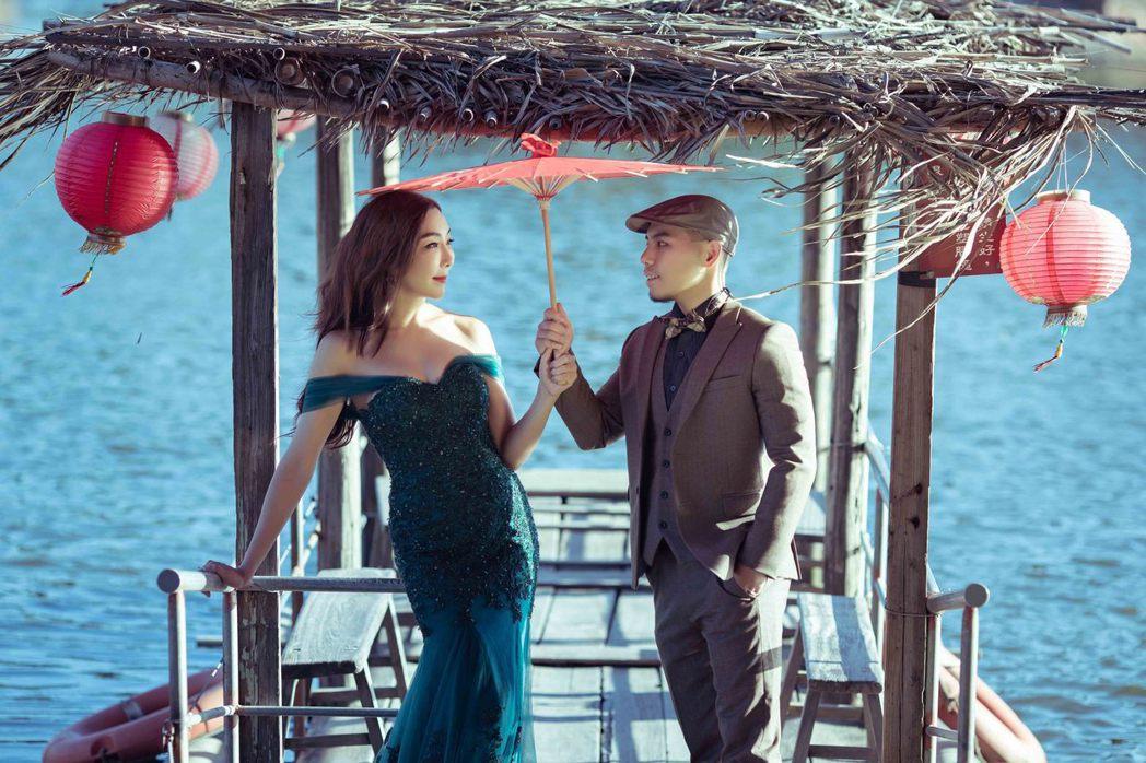 李宓(左)與老公特別規劃劇照感的婚紗。圖/法國巴黎、法國巨星提供