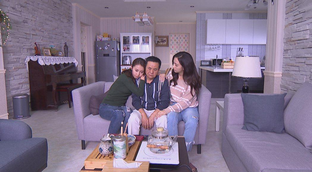 蔡振南(中)在「必勝大丈夫」中演出慈祥的爸爸。圖/中視提供