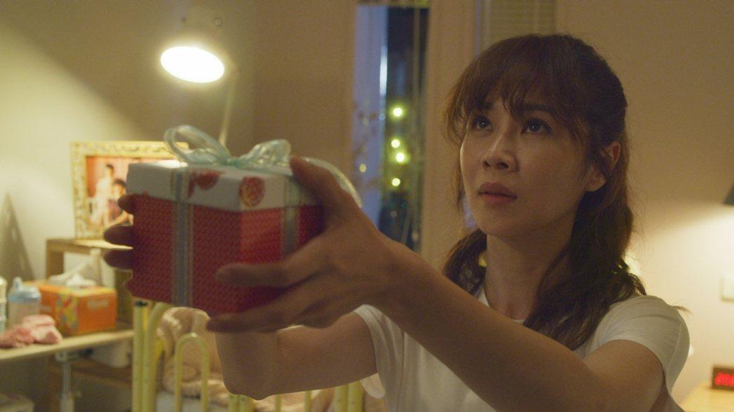 「俗女2」陳嘉玲向蔡永森求婚。圖/華視、CATCHPLAY提供
