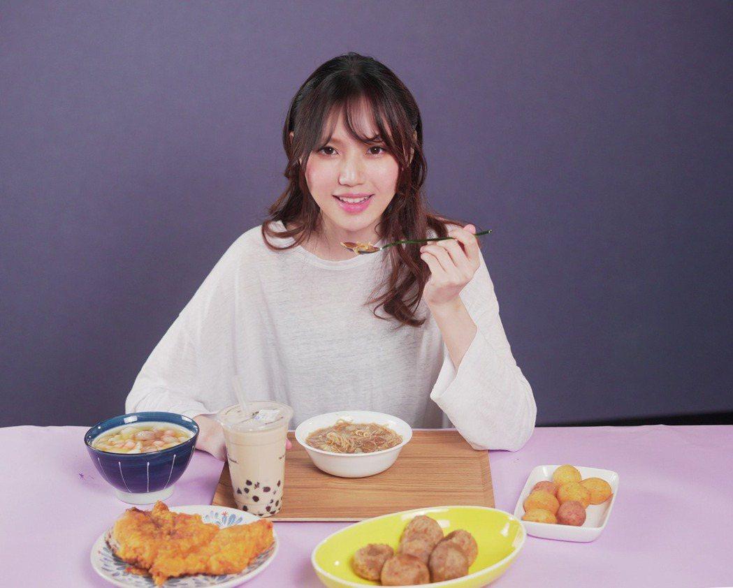 文慧如返台接風宴滿是台灣小吃,她打趣身材要變一場空。圖/華研國際提供