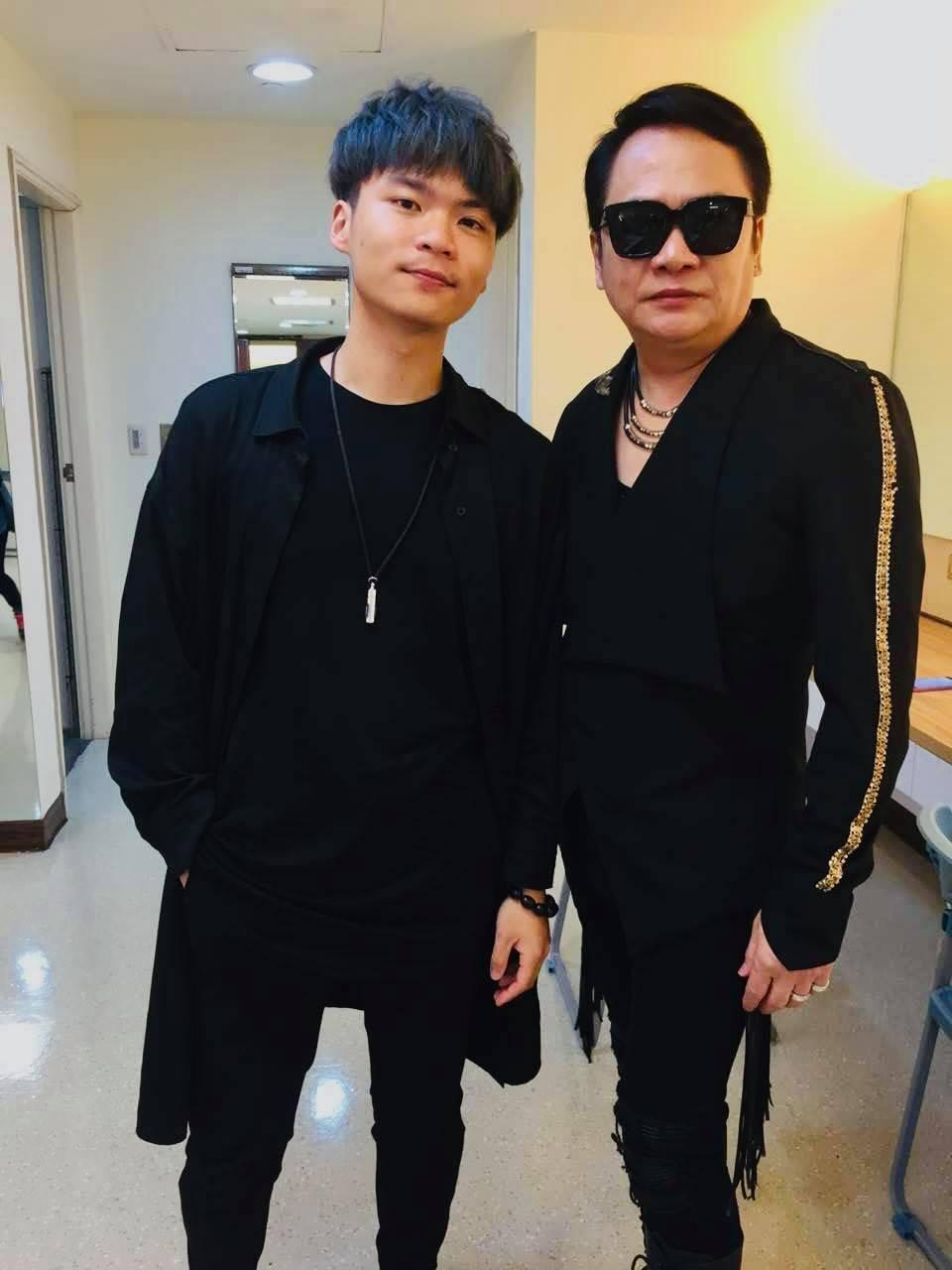 落日飛車的薩克斯風手黃浩庭(左)是星二代,爸爸是袁小迪。圖/夕陽音樂提供