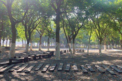 台南官田舊營區改造為「大隆田文化生態園區」,內部設有木棧道,方便民眾散步。 圖/...