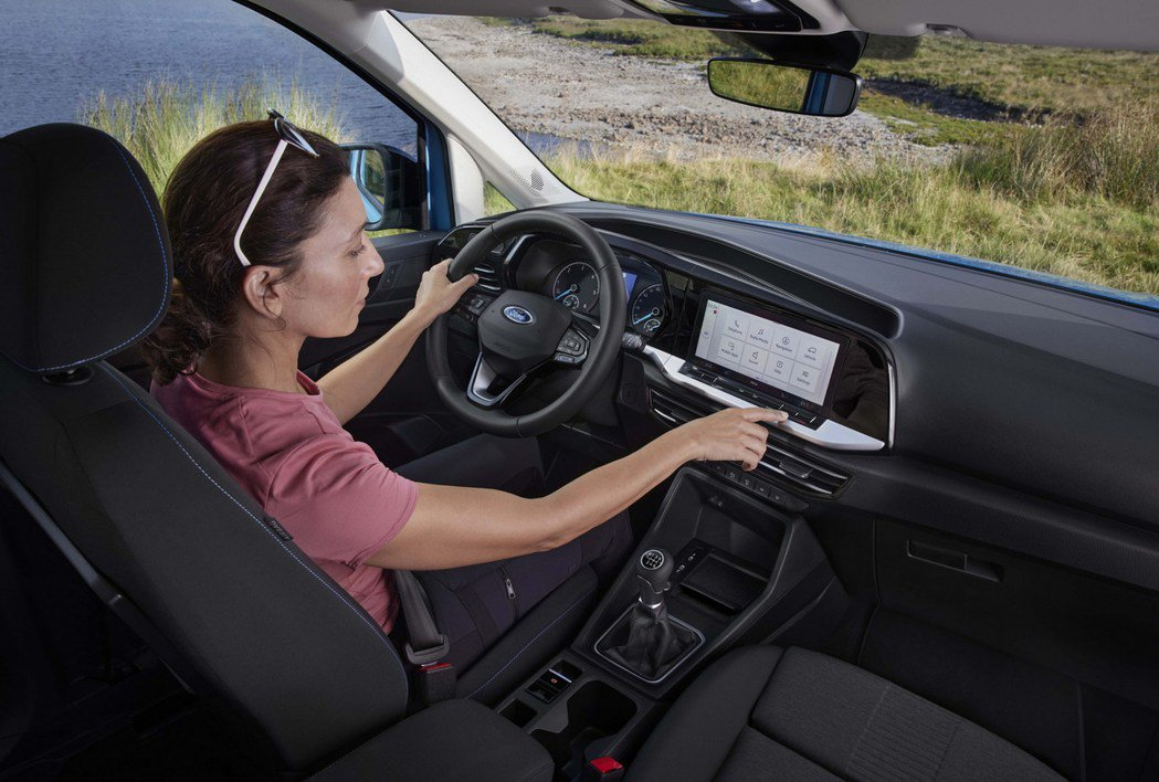 內裝設計沿用Caddy的設計。 圖/Ford提供