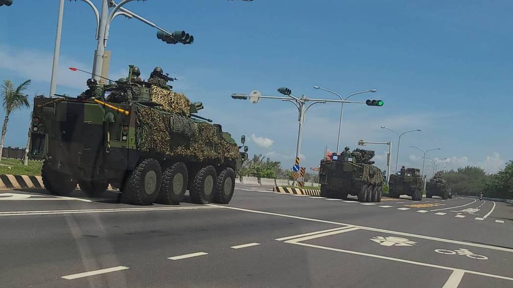 雲豹八甲輪戰車參與漢光37號演習,在西濱公路台南市喜樹路段奔馳。 圖/聯合報系資料照片