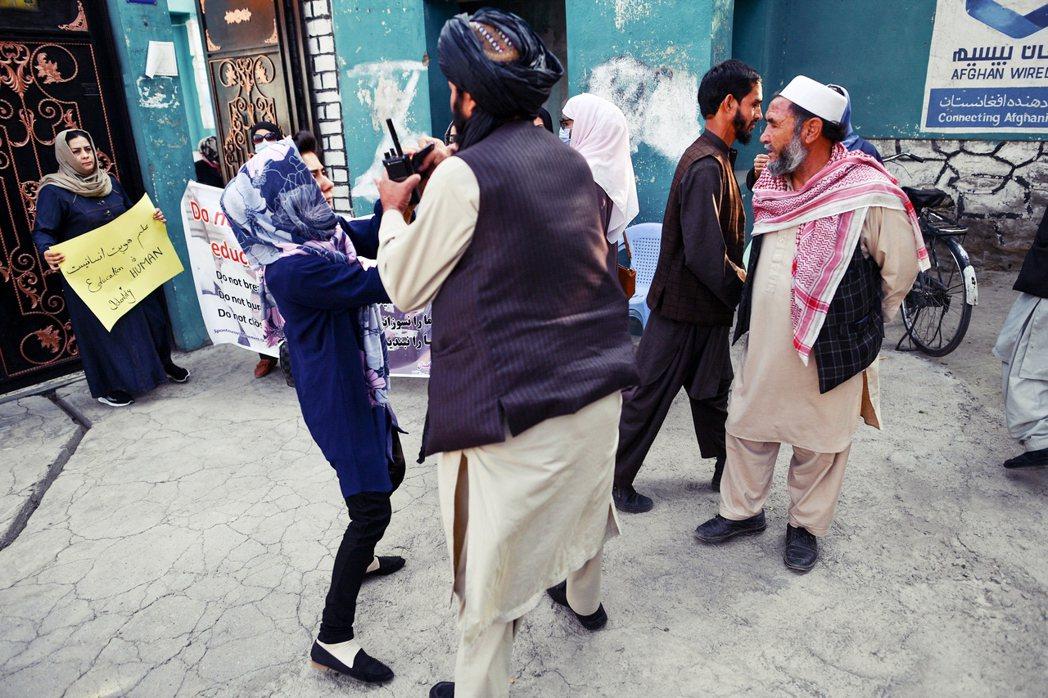 事實上,國際社會目前隊塔利班政權合法性的最大顧慮,其一是反恐問題,其二則是女性教...