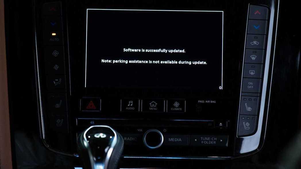 Infiniti為部分舊車型提供免費無線Apple CarPlay升級。 摘自I...