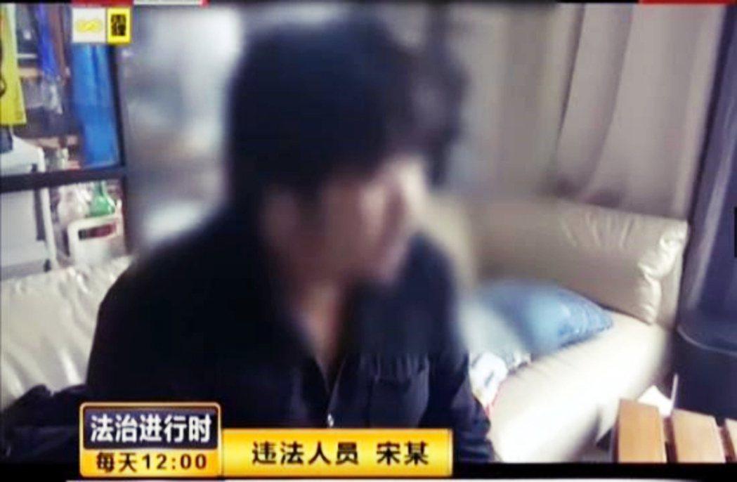 圖為2016年,宋冬野因吸食大麻被逮捕,北京電視台曝出一段宋冬野被逮捕的視頻影片...