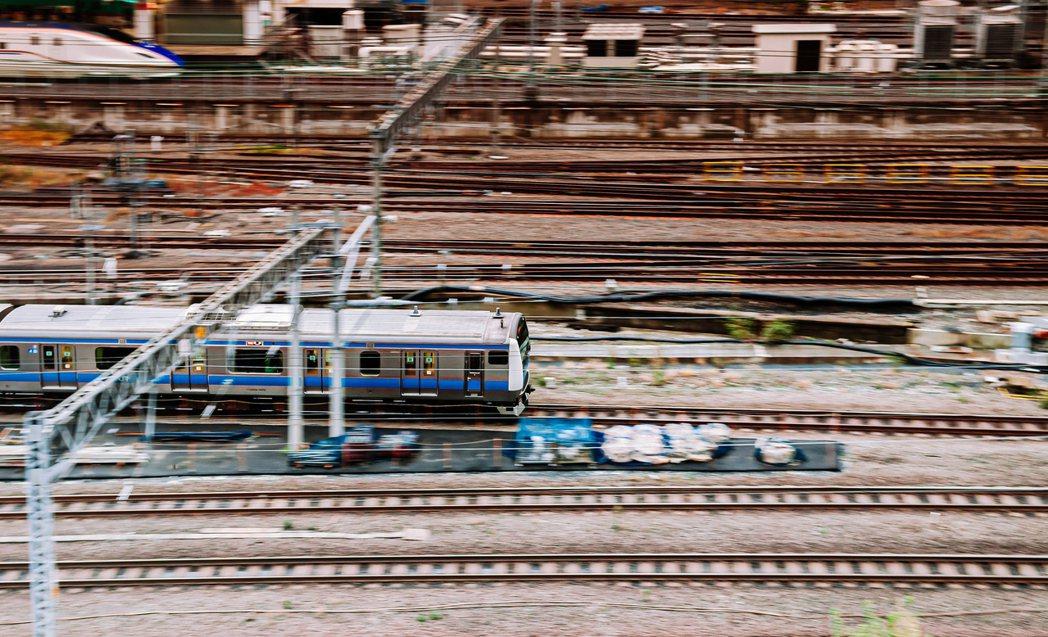 基礎建設產業與民眾生活息息相關,舉凡水電瓦斯、鐵路公路交通運輸、通訊傳播等裝置都...