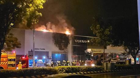 影/九月才剛開幕! Volvo台南展售中心凌晨發生火警