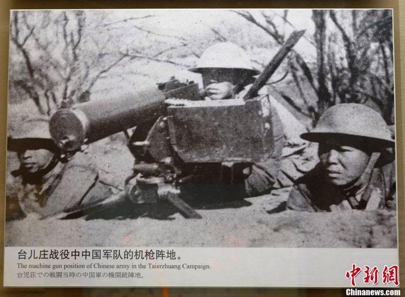 德國軍事顧問認為中國軍隊雖然裝備較差,卻能在台兒莊給予日軍毀滅性地一擊,圖為台兒莊的我軍。新華社