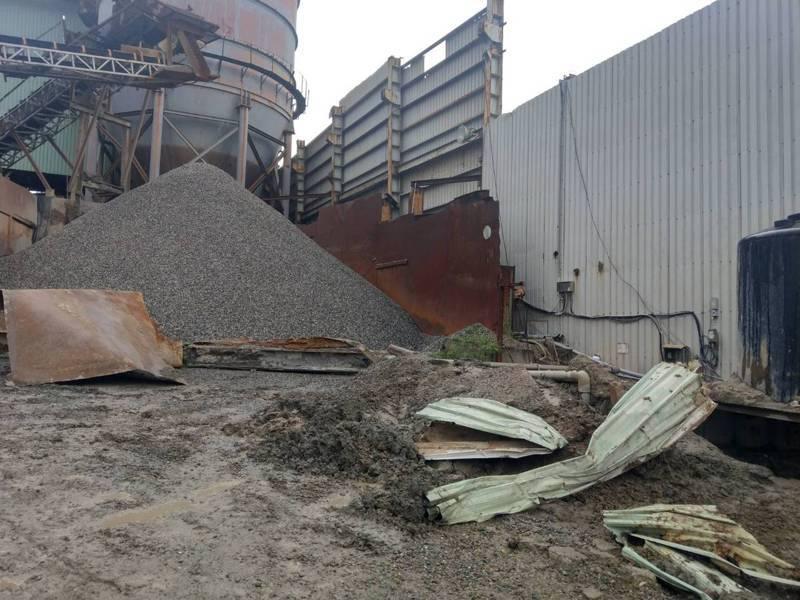 桃園市承恩砂石場前天土石坍塌,戴姓計程車司機慘遭活埋,砂石場現在已部分停工。圖/勞檢處提供