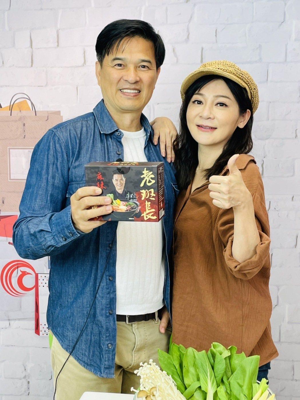 李興文為了挺王彩樺,送2大箱湯麵慰勞8點檔劇組。圖/民視提供