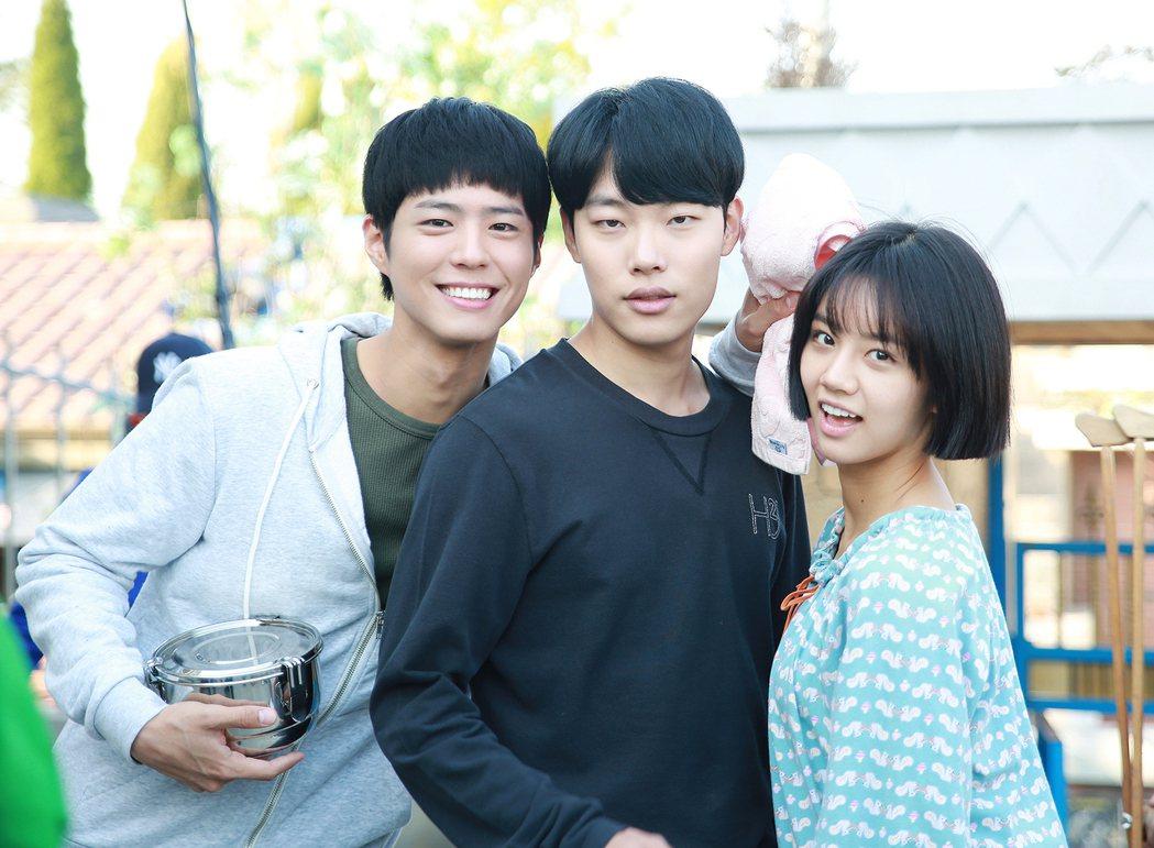 朴寶劍(左起)、柳俊烈、李惠利因演出「請回答1988」一炮而紅。圖/華視提供