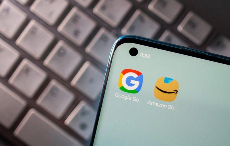 科技巨擘谷歌與亞馬遜4月獲選為以色列架設與營運自有雲端儲存伺服器中心,但兩家公司約400名員工匿名投書英國《衛報》表態反對。路透