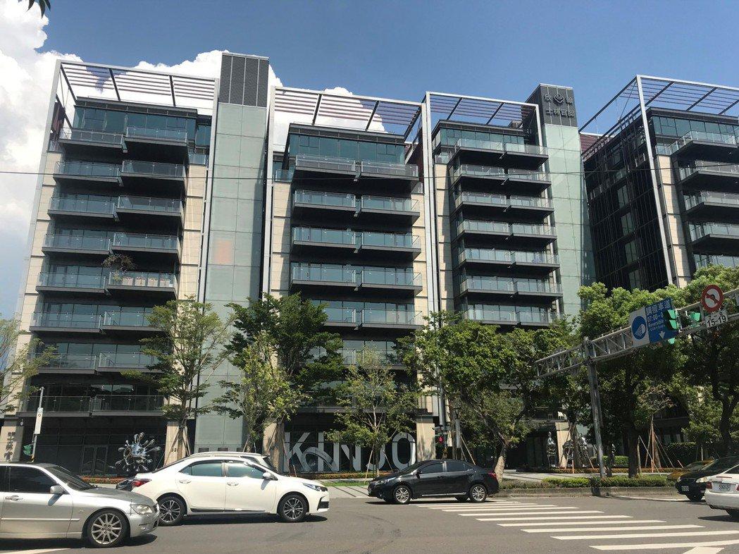 台塑生醫以5.08億元購入「欣翰士林官邸」11、12樓頂樓兩戶。記者游智文/攝影