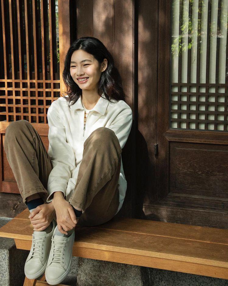 鄭浩妍的「真摯美顏」相當獨特,氣質自然而清新。圖/取自IG