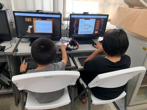 學生使用線上平台,自主學習的認真模樣。 圖/樹林國小提供