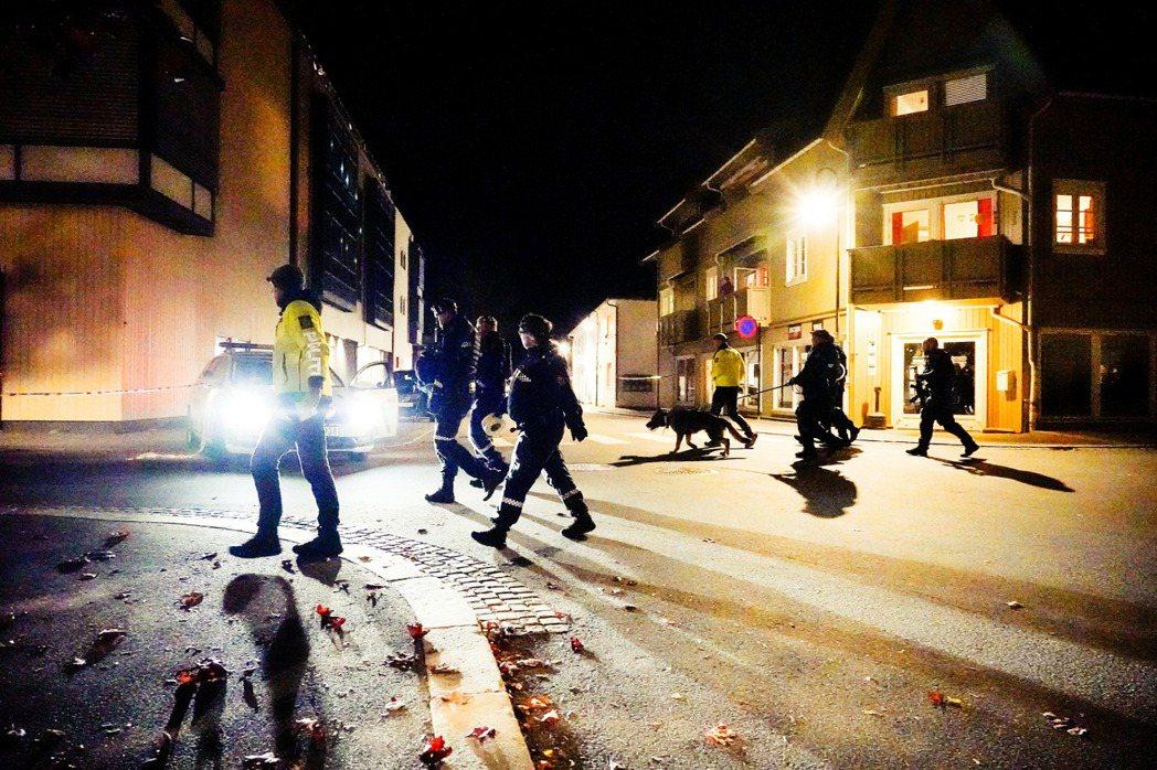 挪威首都奧斯陸西南方70公里的小鎮孔斯貝格(Kongsberg),13日晚間發生...