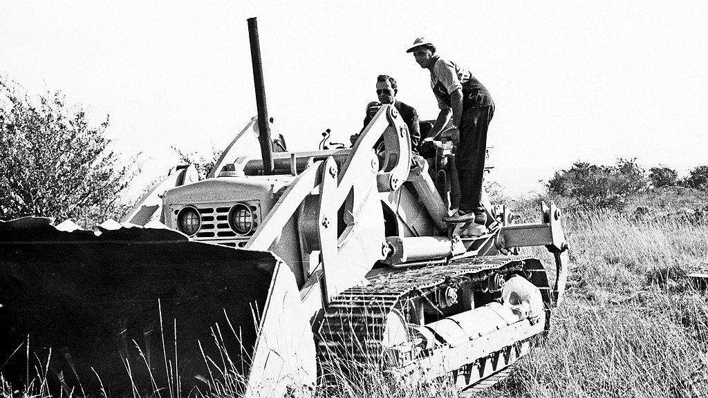 1961年Ferry Porsche位於魏薩的大圓環(Skidpad)跑道動土。...