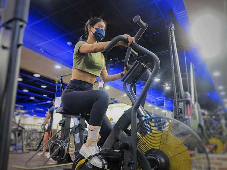 健身時,視自己的能力調整。圖/健身工廠提供