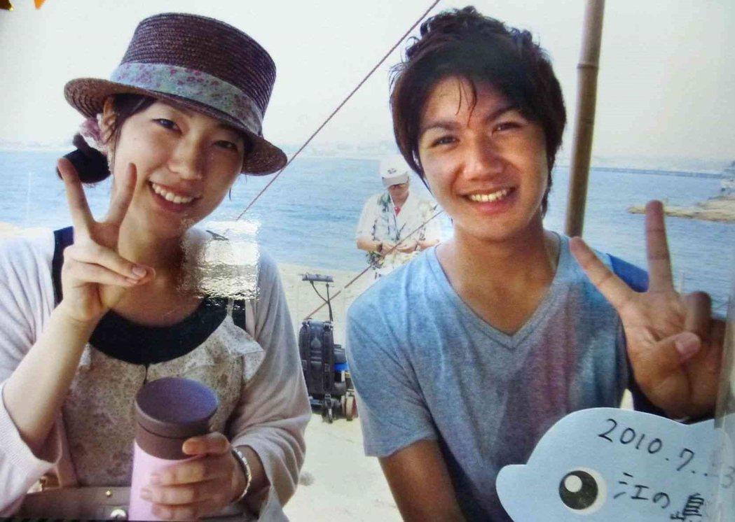 大學時代的小室圭,當時小室參加湘南江之島的觀光大使選拔,最後脫穎而出得到「海之王...