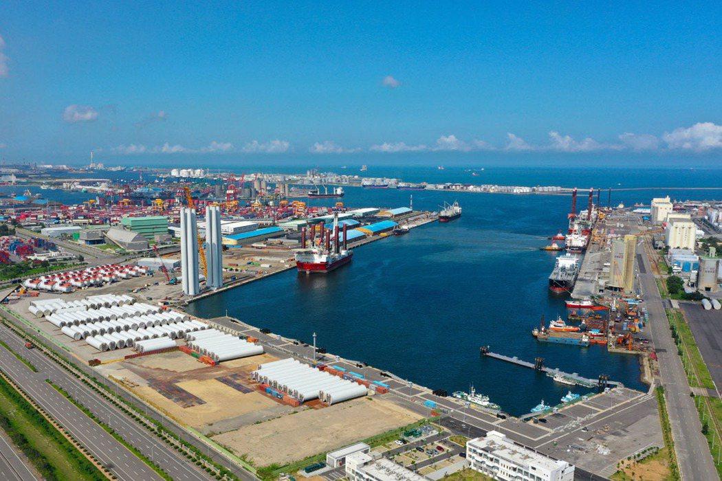 台中港特定區近年建設與開發題材不斷,除了有離岸風電計劃,另有工業區、科技園區包圍...